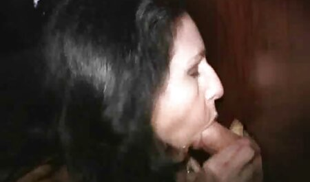 Junges weißes Mädchen gratis porno ipad schiebt ihr Höschen beiseite, um mit ihrer Muschi zu spielen