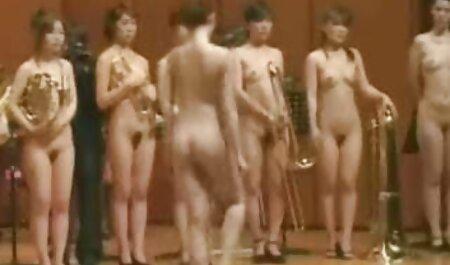 Teen mit schönen Titten streichelt Kerl mit ihren weichen Krügen reife frauen sex filme