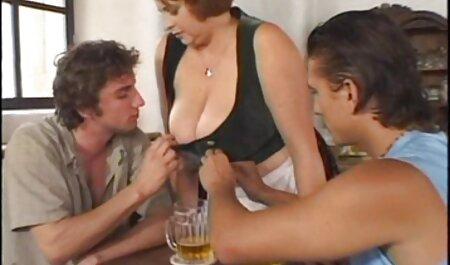 Drei Männer ficken kostenlose pornos mit deutschen frauen eine Frau.